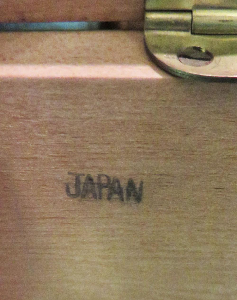 箱の下にはJapanの刻印。