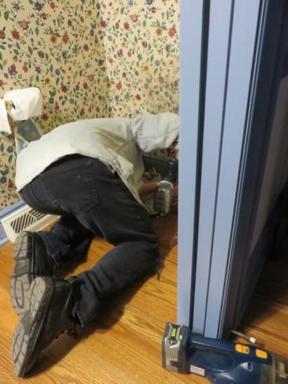 実は一階のトイレが壊れてしまい、義理家族滞在中に義理父とうちの人が修理しておりました。