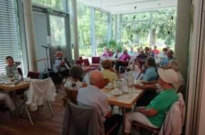 PM_Bühnengeister Aids Stiftung – Dr. Erfried Thier mit Akkordeon