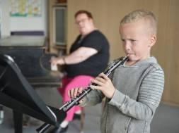 01400 57.283 Paul Linnemann 8 Jahre beim Oboenunterricht in der Musikschule(P000558554)