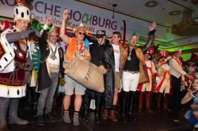 Zoovorstände Christopher Landsberg und Theo Pagel mit symbolischem Geldsack _von links