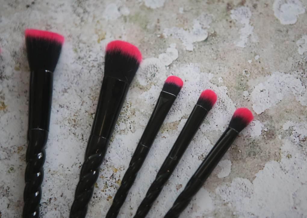 jolie brushes