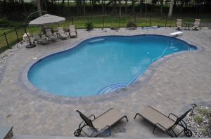concrete vs fiberglass pool