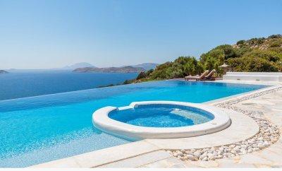 Villa Los Olivos with infinity pool