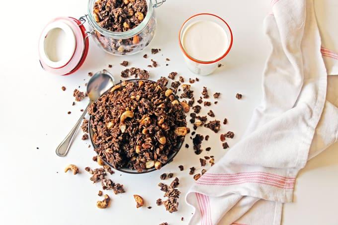 Mocha granola with cashews // Rhubarbarians
