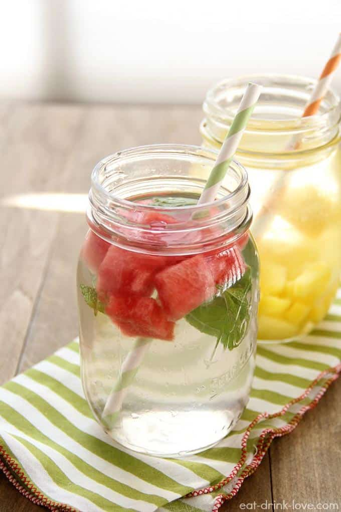 12 ways to jazz up your water // Rhubarbarians