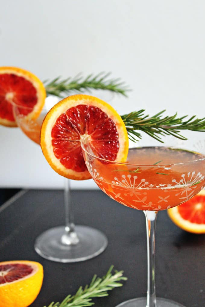 Blood orange rosemary gin cocktail + 15 Farmers market recipes to make in January! Delicious, winter, (mostly) healthy recipes made with fresh, seasonal produce from your local farmers market or CSA bin. Eat local!