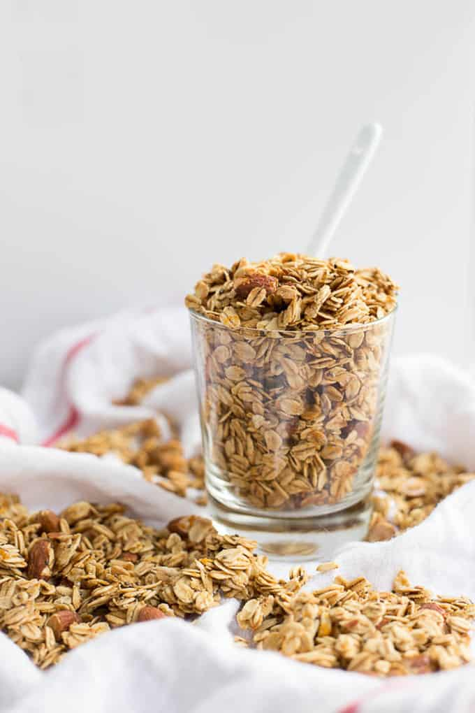 Orange cinnamon granola + 15 Farmers market recipes to make in February! Delicious, winter, (mostly) healthy recipes made with fresh, seasonal produce from your local farmers market or CSA bin. Eat local!