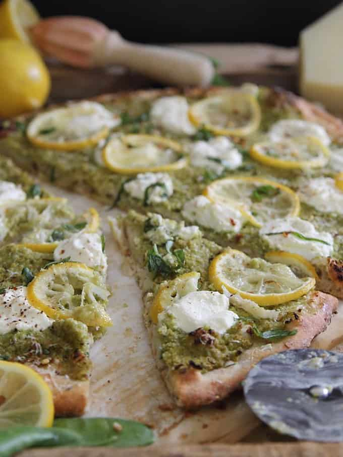 Spring pea and lemon pesto pizza + 15 Farmers market recipes to make in March! Delicious, vegetarian, late winter/ early spring, (mostly) healthy recipes made with fresh, seasonal produce from your local farmers market or CSA bin. Eat local!