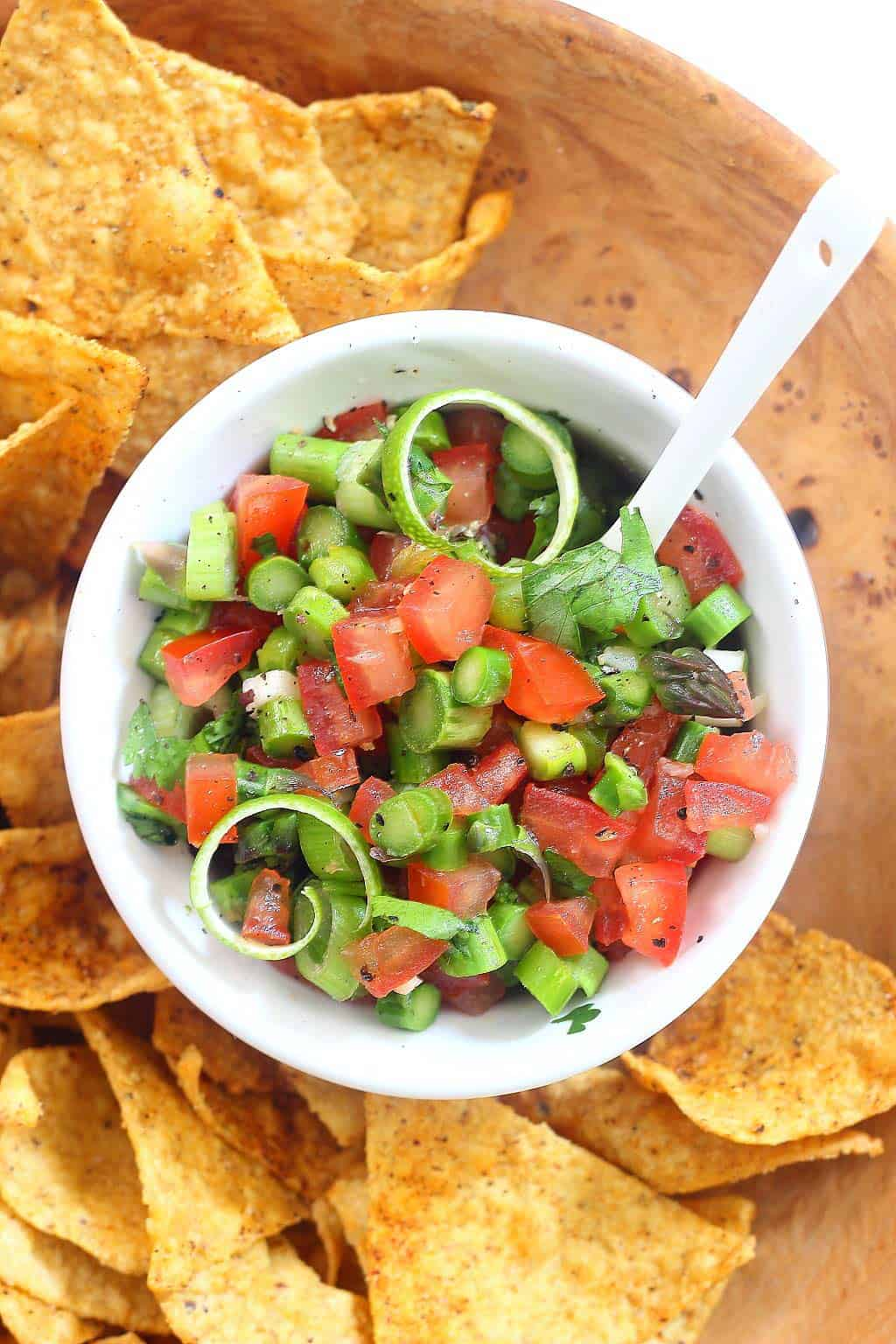Grilled asparagus salsa + 15 Farmers market recipes to make in April! Delicious, vegetarian, (mostly) healthy spring recipes made with fresh, seasonal produce from your local farmers market or CSA bin. Eat local! // Rhubarbarians