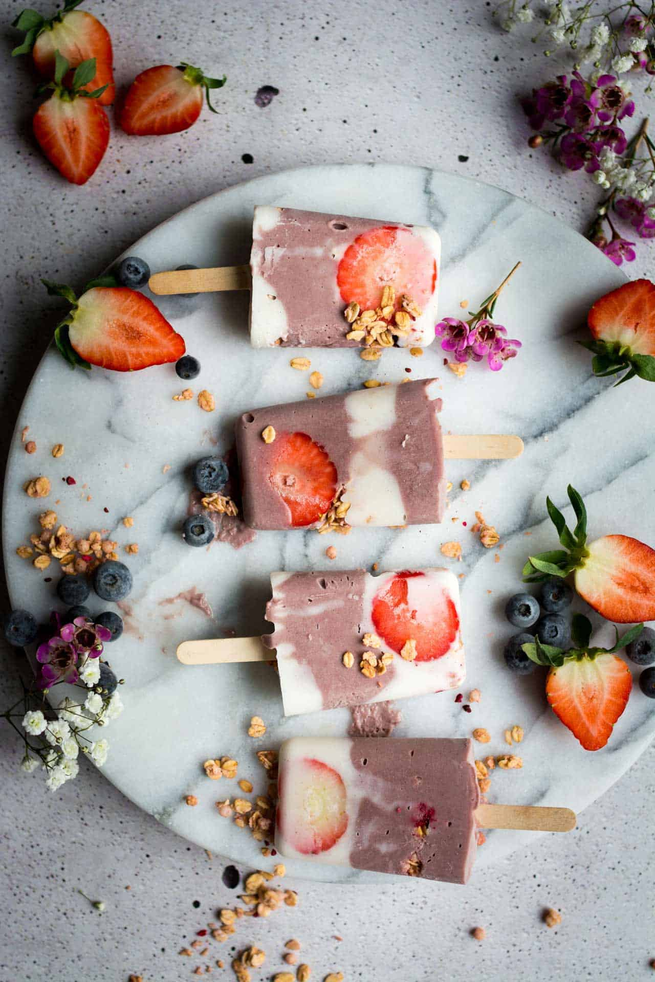 Acai granola breakfast popsicles + 15 Farmers market recipes to make in May! Delicious, vegetarian, (mostly) healthy spring/summer recipes made with fresh, seasonal produce from your local farmers market or CSA bin. Eat local! // Rhubarbarians