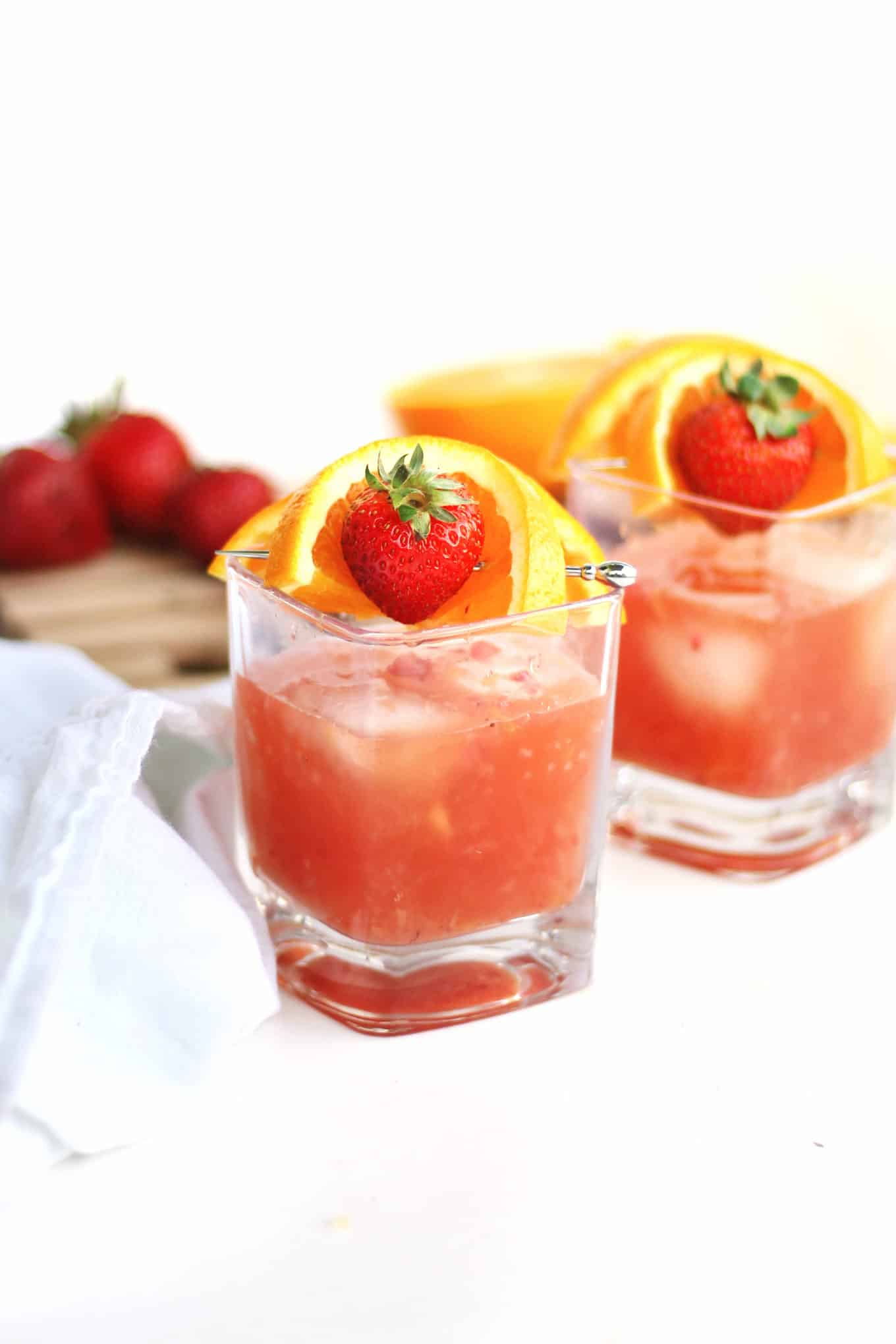 Strawberry orange summer bourbon cocktail recipe! A light and refreshing cocktail made with bourbon, rye, or whiskey that is perfect for spring or summer nights. // Rhubarbarians