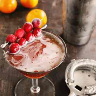 Cranberry orange autumn manhattan cocktail recipe! A fall flavored twist on a classic whiskey manhattan. // Rhubarbarians