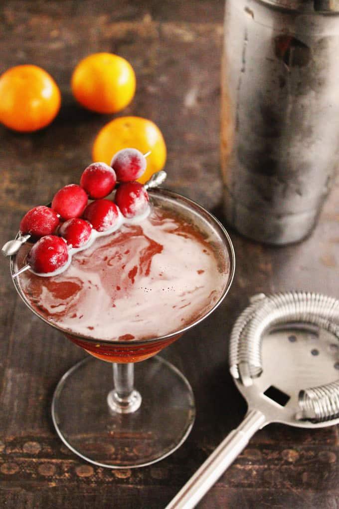 Cranberry orange autumn manhattan cocktail recipe! A fall flavored twist on a classic whiskey manhattan. // Rhubarbarians