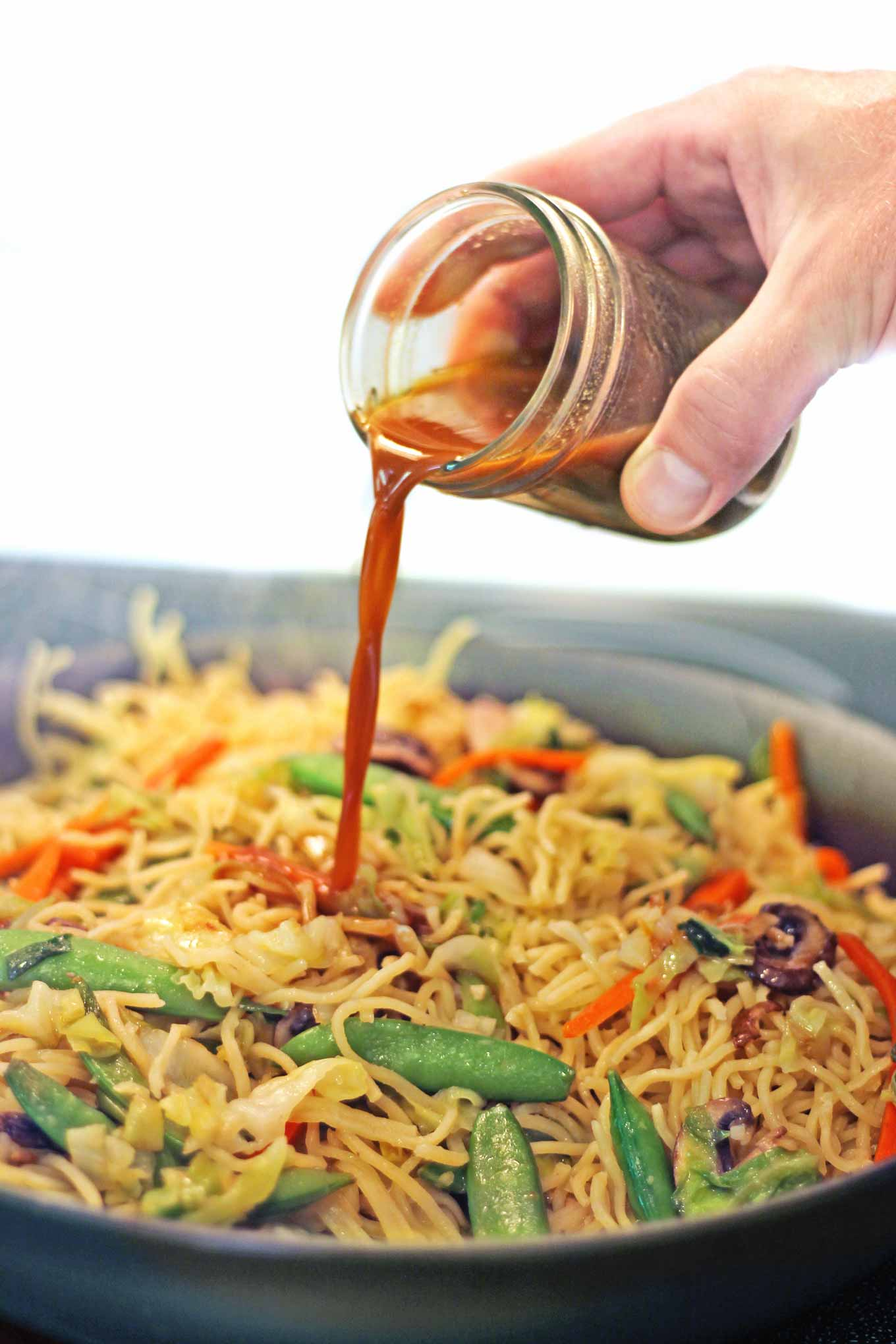 pouring stir fry sauce