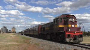 Lachlan Valley Railway's heritage diesel train - 4716
