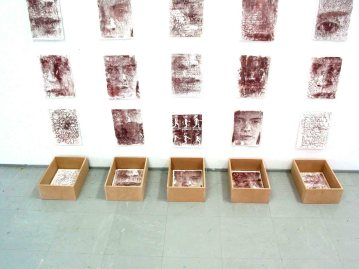 1 expositie Klei porseleine tabletten