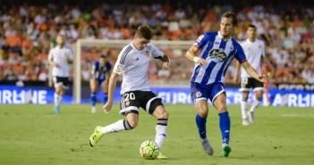 Mosquera en un partido entre el Valencia y el Deportivo