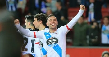 Lucas Pérez celebra un gol al Sporting contra el Deportivo