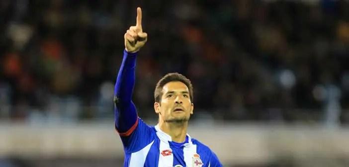 Celso Borges celebrando un gol con el Deportivo