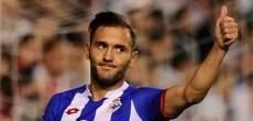 Lucas Pérez hace un gesto de aprobación en un partido con el Deportivo