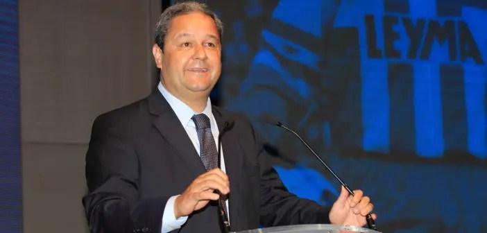 Tino Fernández durante el acto de entrega de insignias a los socios 2016-2017