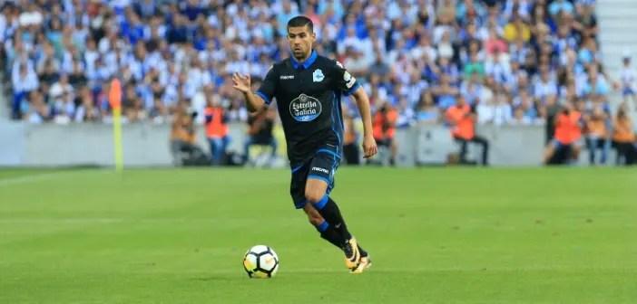 Juanfran en carrera en el partido entre FC Porto y Deportivo