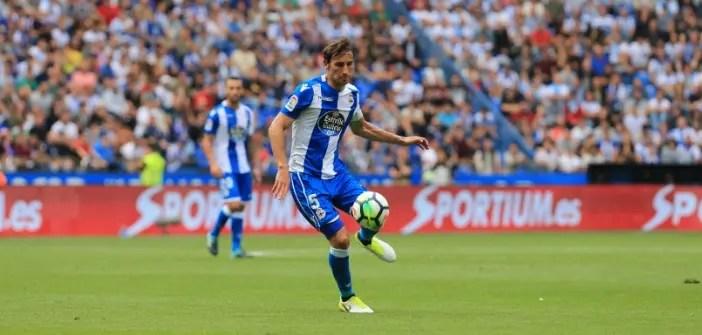 Pedro Mosquera controlando el balón