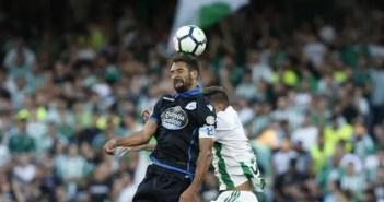 Celso Borges en un lance del Betis - Deportivo