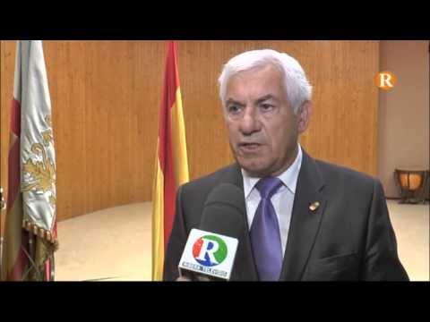 Guadassuar imposa la insignia d'or al professor Agustí Pérez