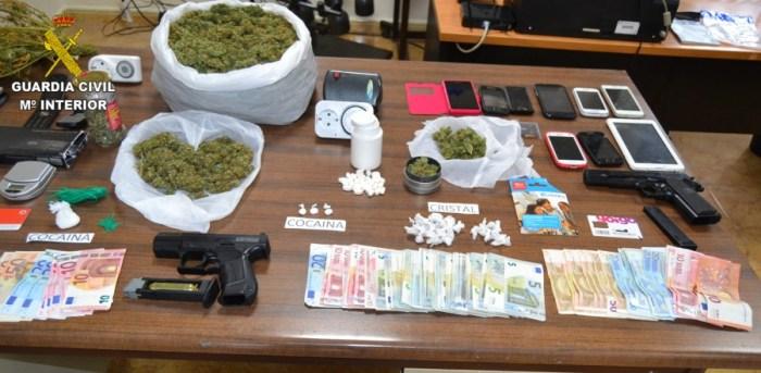 La Guardia Civil desarticula un grupo criminal dedicado al tráfico de drogas en las localidades de Pobla LLarga y Villanueva de Castellón