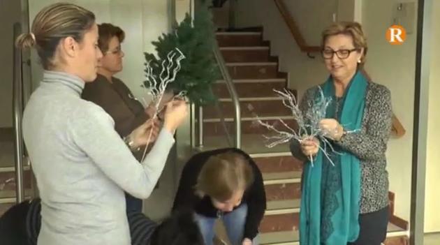 Les dones d'Almussafes finalitzen el taller nadalenc