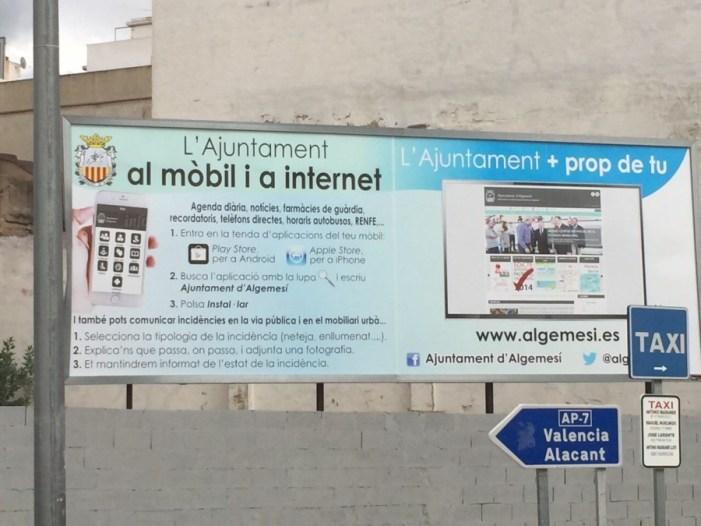 El ayuntamiento de Algemesí tapará la pancarta con información de servicio; gesto que supondrá un coste para las arcas municipales