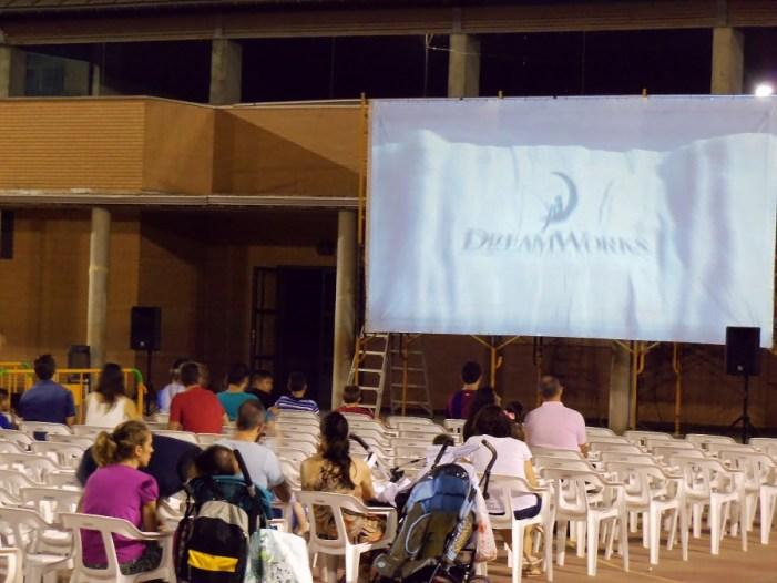 El cinema d'estiu torna al pati del col•legi Almassaf de Almussafes