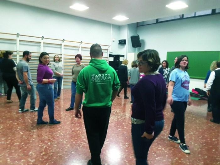 Dansaires del Tramusser d'Almussafes obri les portes al ball tradicional