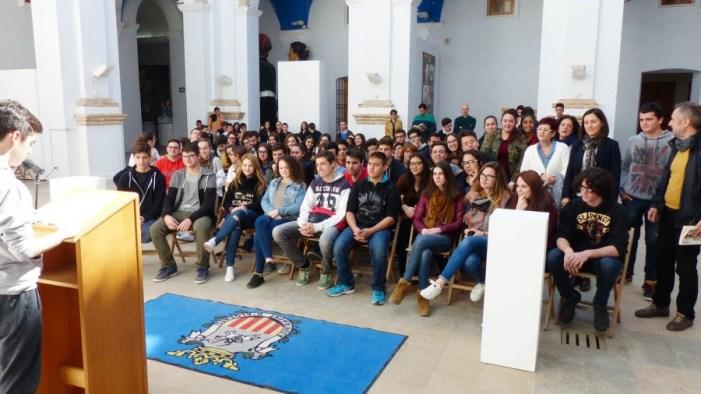 """400 escolars d'Algemesí participen en la lectura del """"Tirant"""""""