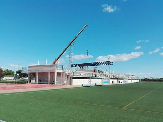Les obres de la coberta de les grades del camp de futbol d'Almussafes avancen a bon ritme