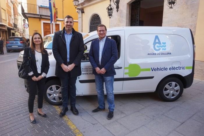 Cullera incorpora els primers vehicles elèctrics municipals