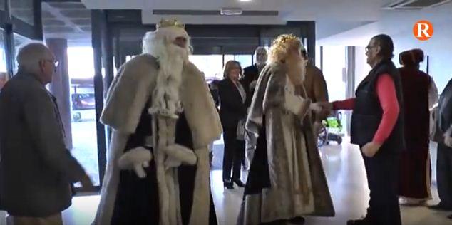 Els majors de la residència de Carlet reben la visita dels Reis Mags