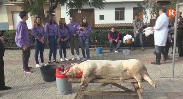 Catadau celebra el tradicional esmorzar de la matança del porc