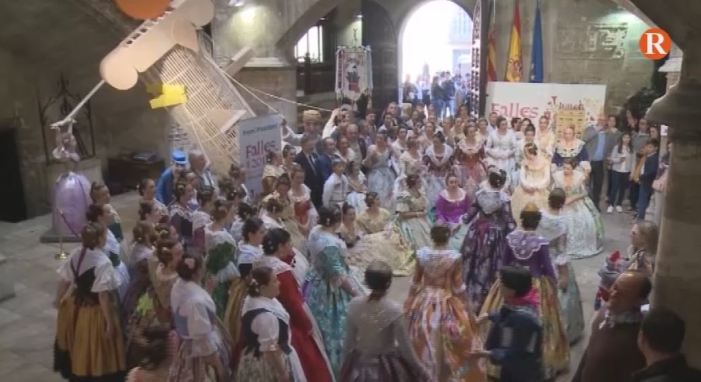 Puig rep les comissions falleres al Palau de la Generalitat