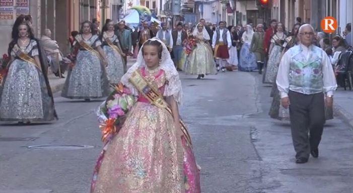 L'ofrena de flors ompli de colorit les poblacions d'Almussafes i Alzira