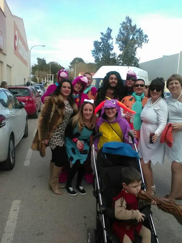 Almussafes celebra la seua tradicional cavalcada fallera amb la diversió com a protagonista