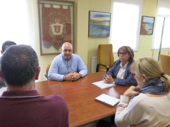 La Diputada d'Assessorament Municipal, Conxa García Ferrer, visita Turís per a interessar-se pel seu pla general