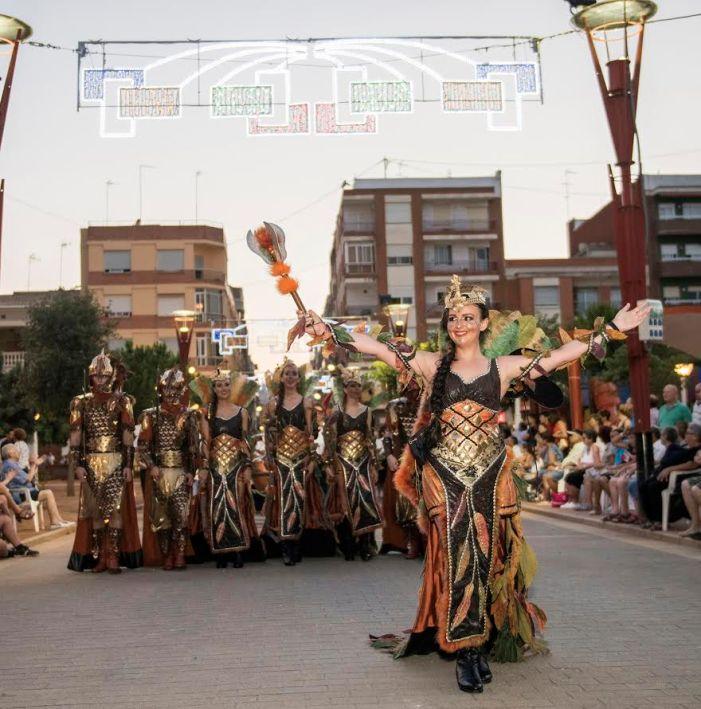 Almussafes compleix amb la seua tradicional desfilada de Moros i Cristians