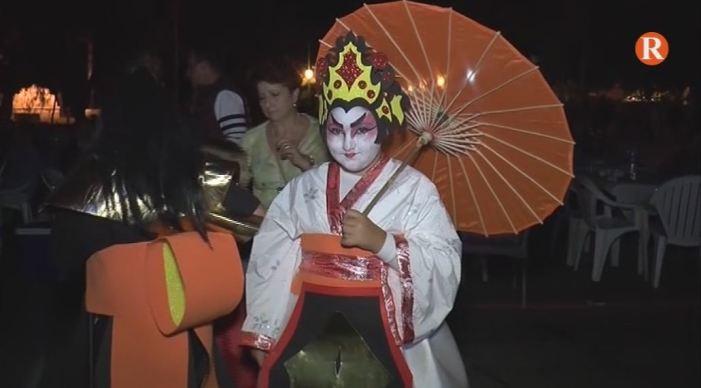 La nit de disfresses representa el tret d'eixida oficial de les Festes Patronals de Tous