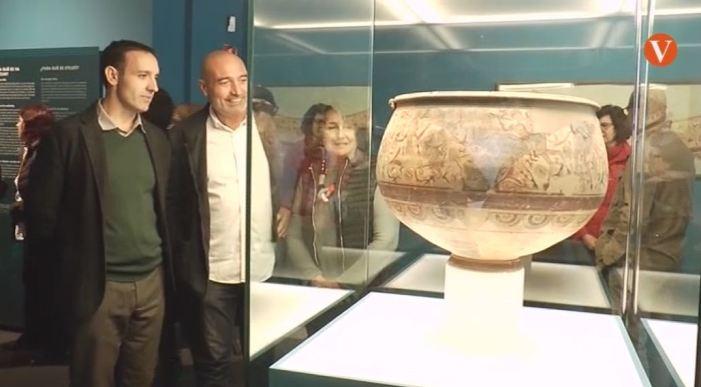 """Rius inaugura l'exposició """"L'enigma del Vas"""""""