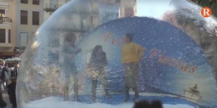 La iniciativa de la bola inflable estarà instal·lada a la Plaça Major d'Alzira fins al 30 de desembre