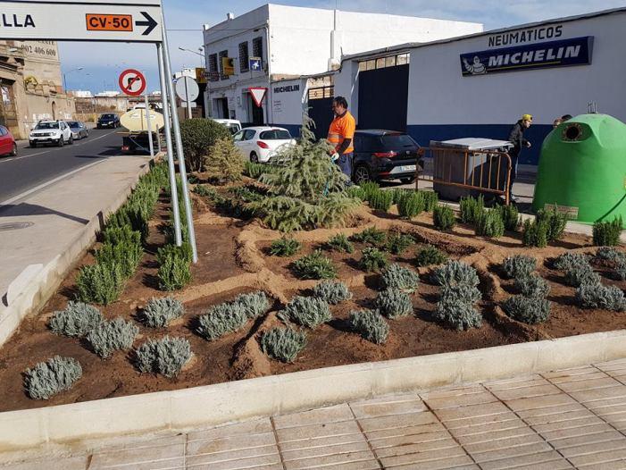 L'avinguda de Carcaixent ja disposa d'una zona enjardinada amb aparcament