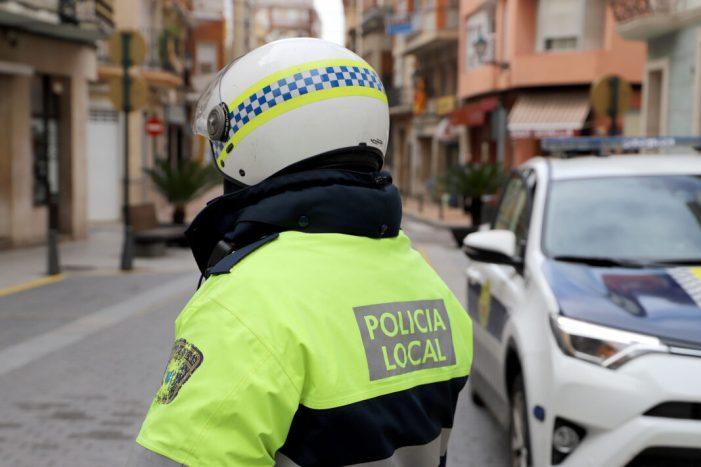 La Policia de Cullera deté a un veí de Sueca després de furtar un cotxe i envestir als agents